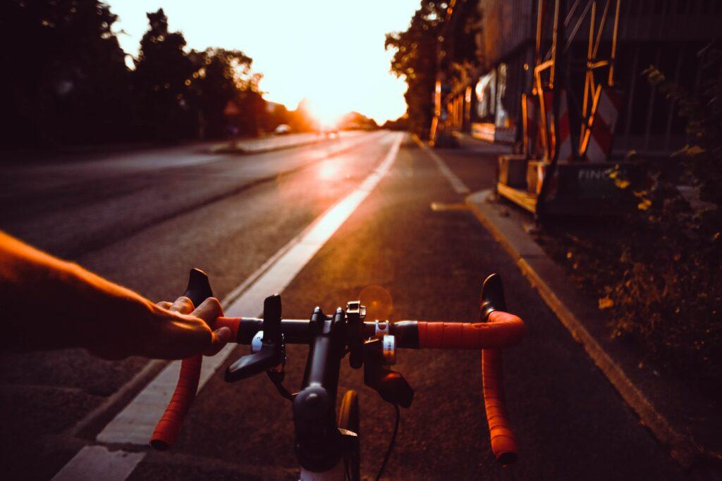 Sport in den Alltag zu integrieren ist wichtig.Ein gutes Beispiel dafür ist das Rad für den Arbeitsweg.