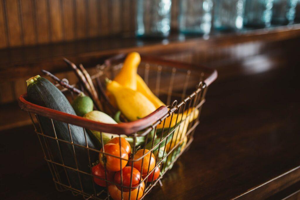 Bei der Verschwendung von Obst und Gemüse ist das Problem meistens Fehlplanung, da mehr gekauft wurde als konsumiert werden kann.